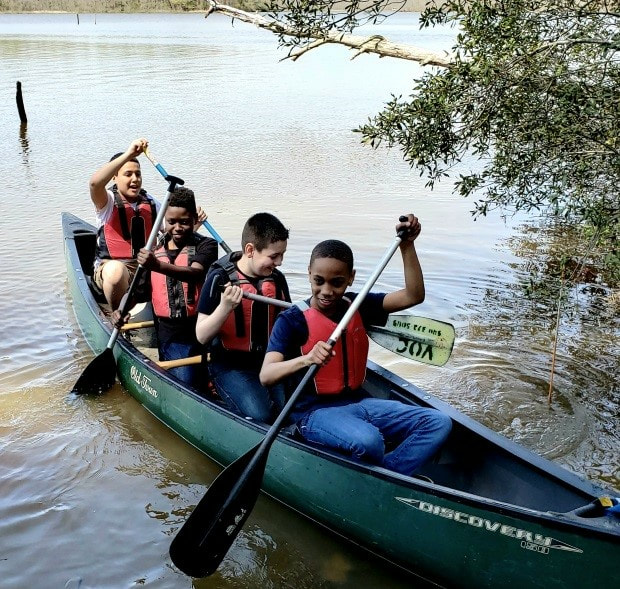 During a recent field experience to Menokin, Brent Hunsinger from Friends of the Rappahannock taught basic canoeing equipment and paddle strokes to sixth-grade science students.