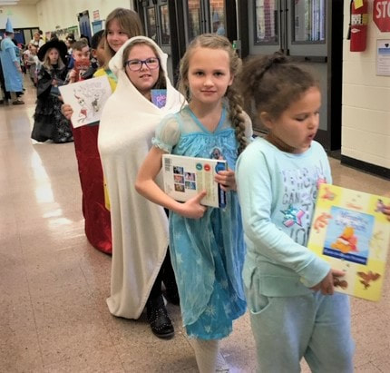 WD students in the book parade